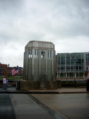 Cherry St. Bridge west control tower