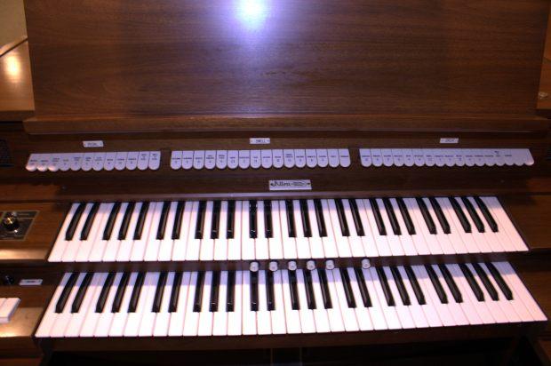 The Allen Digital Computer Organ console